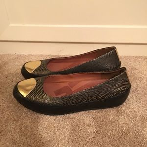 61234c50932f26 Fitflop Shoes - Size 11 FitFlop black   gold flats w comfort sole